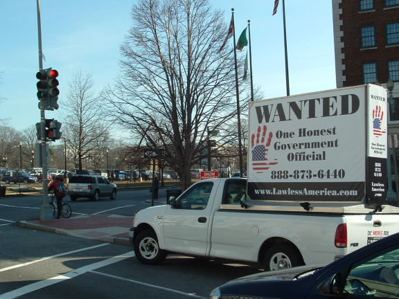 dc-washington-2011-03-01-wanted-one-honest-government-official-billboard-big 1-575w