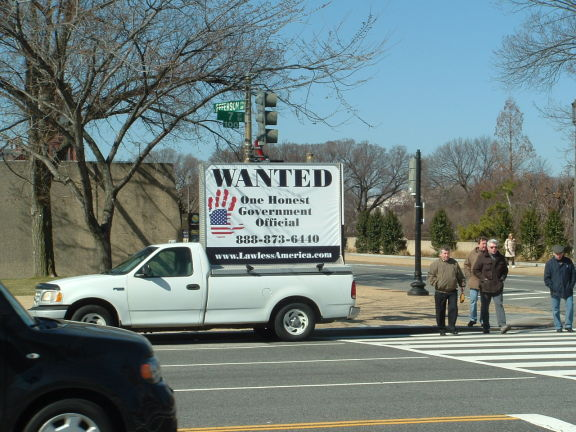 dc-washington-2011-03-01-wanted-one-honest-government-official-billboard-big 12-575w