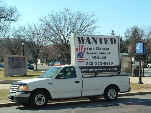 dc-washington-2011-03-01-wanted-one-honest-government-official-billboard-big 14-575w