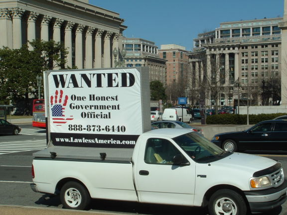 dc-washington-2011-03-01-wanted-one-honest-government-official-billboard-big 15-575w