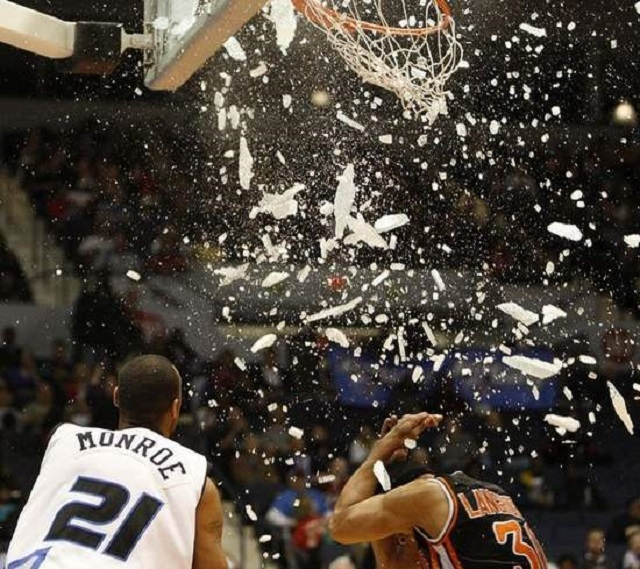 dunk-backboardshattered-slanchreport-blogspot-com-640w
