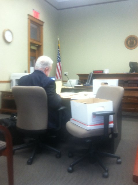 2013-04-08-missouri-lexington-overstreet-hearing-bill-preparing-in-courtroom-640w