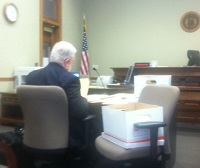 2013-04-08-missouri-lexington-overstreet-hearing-bill-preparing-in-courtroom-cropped-200w