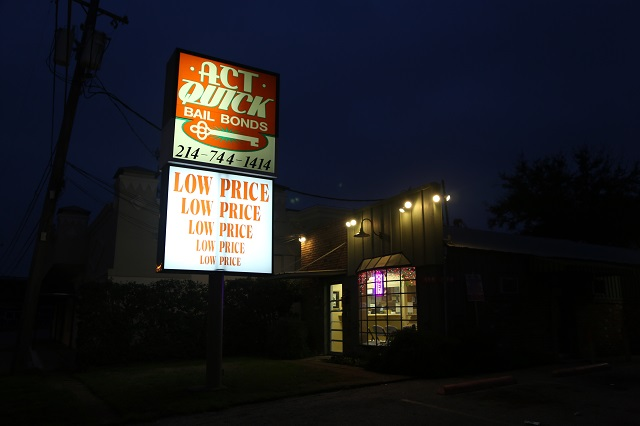 act-quick-bail-bonds-exterior-night-640w